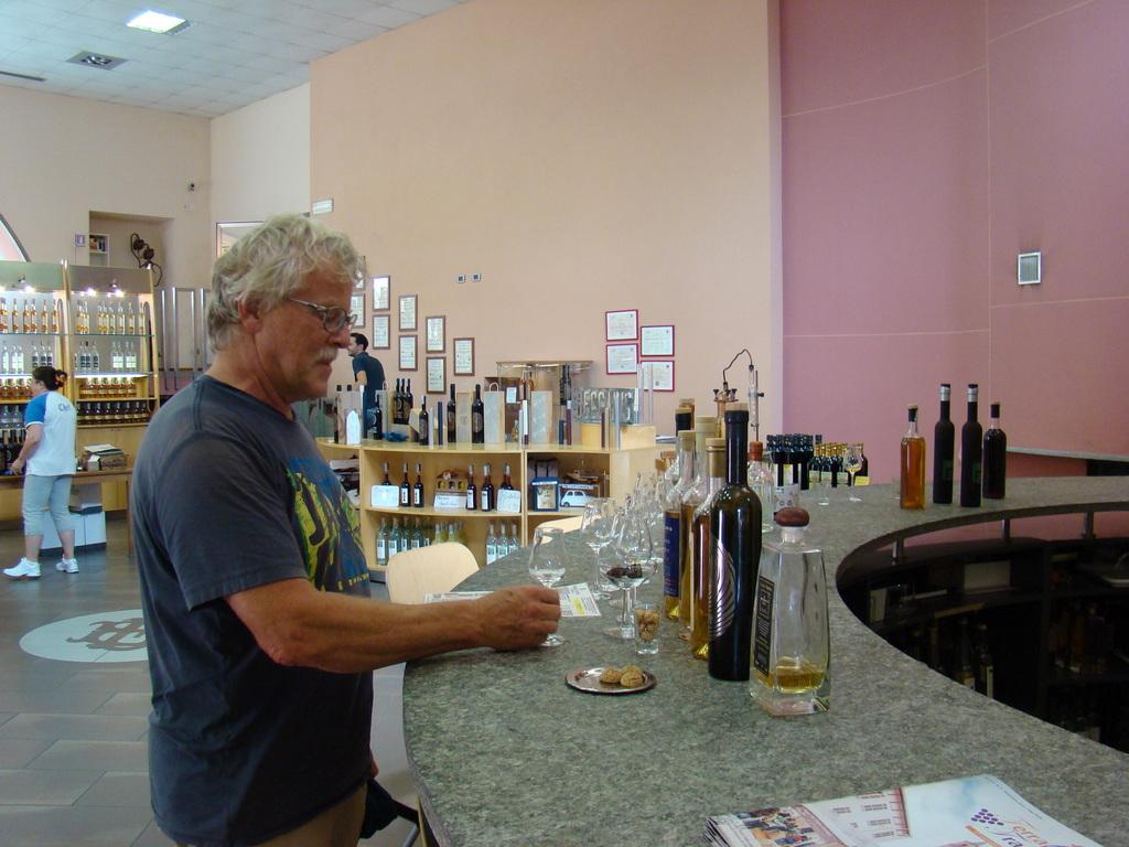 1-054 Distilleria Beccaris in Costigliole d'Asti.JPG